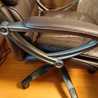 デスク用の椅子  ボロの所に座布団を!5月6日まで - 家具