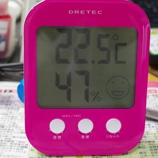 中古美品 DRETEC デジタル温湿度計 背面にマグネット付きです。