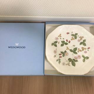 【新品】人気のウェッジウッド ワイルドストロベリー 化粧箱入り ...