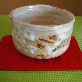 抹茶茶碗 裏印あり 赤の敷物付き