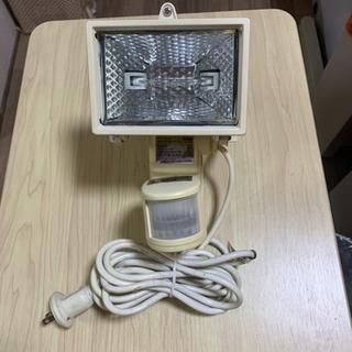 ハロゲンセンサーライト 防雨 150w 100v 室外 室内
