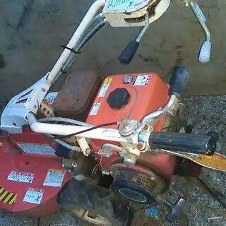 草刈り エンジン自走式 草刈り機 SRD602R 雑草への破壊力抜群