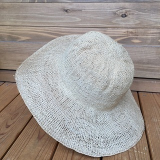 麻の涼しい帽子 シンプルなデザイン
