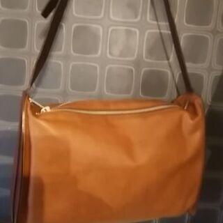 新品未使用 日本製レザーバッグ 軽いのに全本革 斜め掛けも可 大...