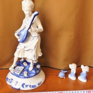 陶器製 置物 楽器を弾く女