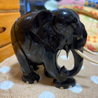 象の置き物の画像