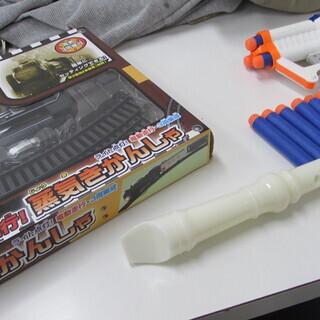 機関車と後2種類のおもちゃ