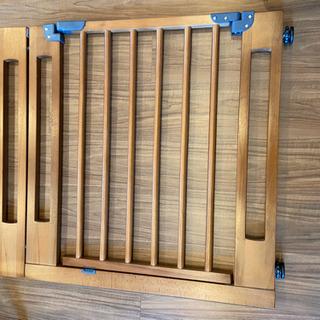 おしゃれな木製ベビーゲート(タンスのゲン)