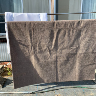 寝具セット(白色敷きマット、掛け布団、茶色のマット)
