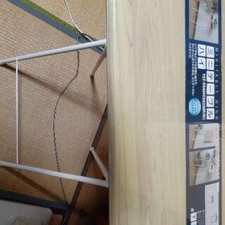 折りたたみ式ミニテーブルの画像