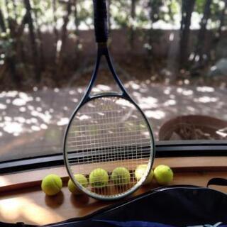 [配送無料]テニスボール約40個&テニスラケット&ラケットケース
