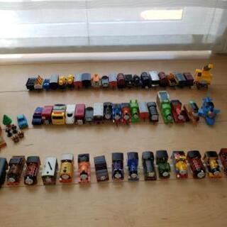 トーマス入れ物付き! トーマス大量おもちゃ カプセルプラレール