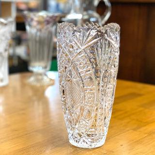 おしゃれな切り口のガラス花瓶
