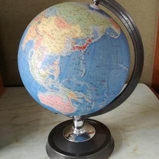 地球儀と文房具のセット
