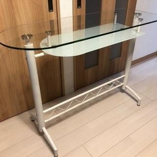 ガラス カウンターテーブルの画像