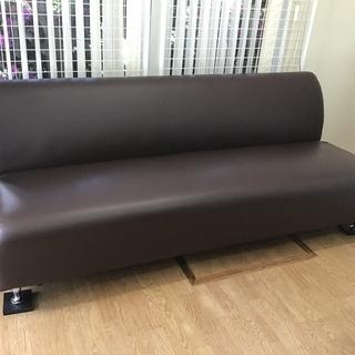 サロンの待合室にピッタリのソファはいかがですか?