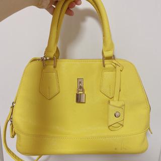 黄色が可愛いバッグ