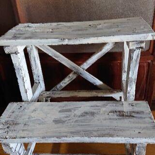 木製の二段棚