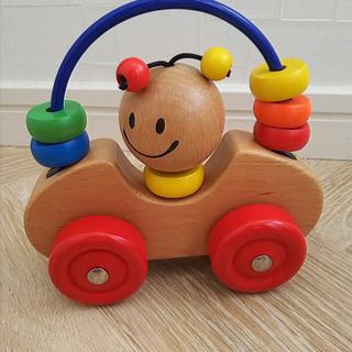 木製 カラフルリング付き車のおもちゃ
