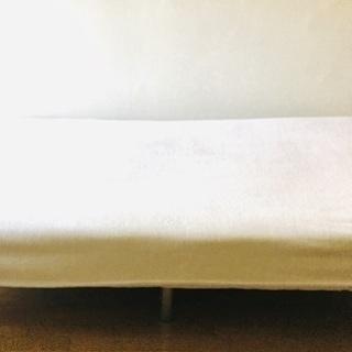 スチール脚付きシングルベッド