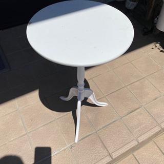 白コーヒーテーブル