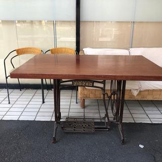 ヴィンテージミシン台 リメイクセンターテーブル!