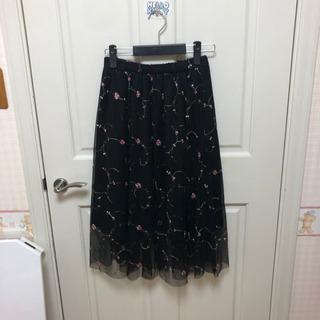 花柄刺繍のプリーツスカート