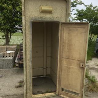 仮設トイレの残骸