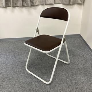 パイプ椅子 白 x ブラウン