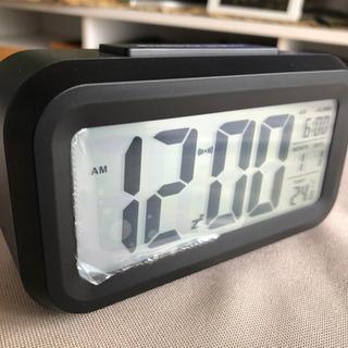 シンプルな小型置時計