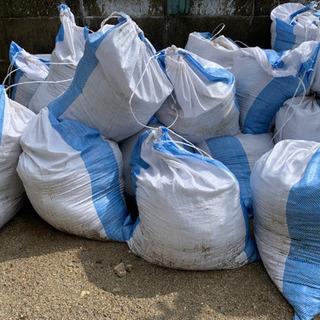 残土10袋 【取引中】引き取りに来られる方に譲ります 福岡市西区の画像