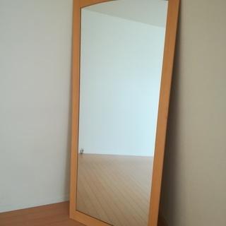 大型の鏡、姿見。約1,690×710×13mm