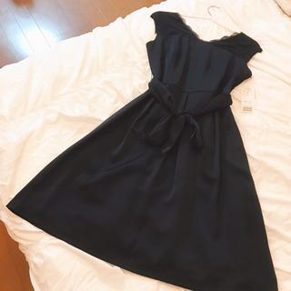 紺のワンピースドレス