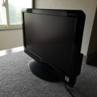 小さなテレビたぶん19インチ?