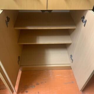 まだまだ使える食器棚