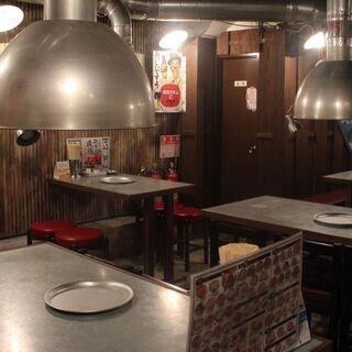 道頓堀川沿いにある「昭和大衆ホルモン 道頓堀店」は、焼肉食べ放題...