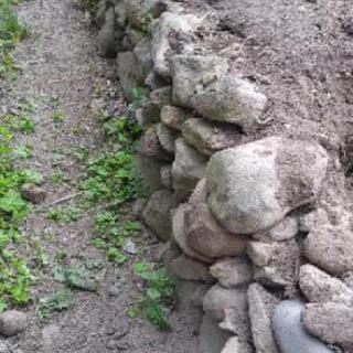 庭石(小さめ)庭土(残土)欲しいかた差上げます!