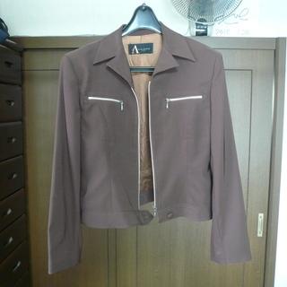 ダークブラウンのジャケット