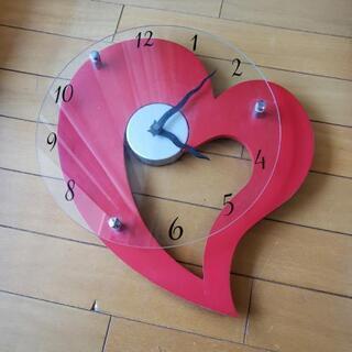 ハートがキュートな壁掛け時計