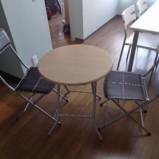 丸テーブルとイスセット