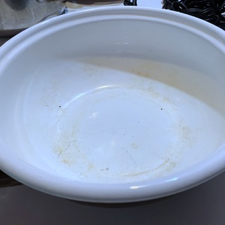 両手鍋 ホーロー鍋 鉄鋳物鍋約20cm 深さは約7cm 茶色