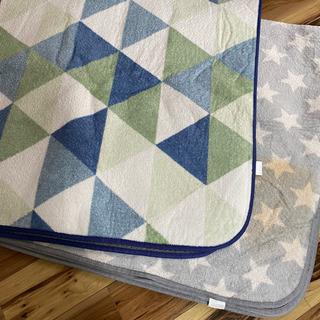 北欧系の柄 カーペット 正方形 2枚セット