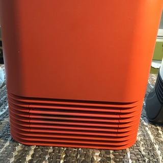 濃いめオレンジ色のセラミックファンヒーター