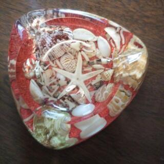 灰皿 透明×赤 マリン 貝殻