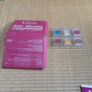 雑誌の付録の化粧品と小さなハンドクリーム