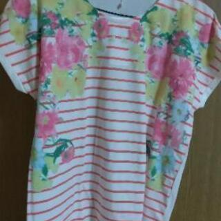 新品未使用  花柄Tシャツ
