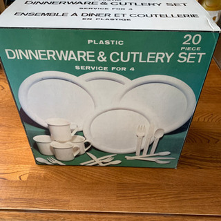 DINNERWARE & CUTLERY SET     4人分