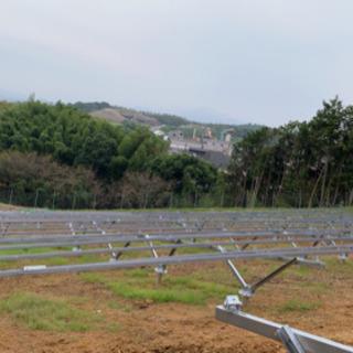 ソーラーパネルの架台設置、パネル設置の仕事です。