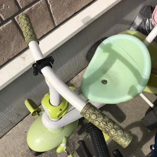 三輪車 対象年齢1歳から 3年から4年前のお品。劣化してますが乗...