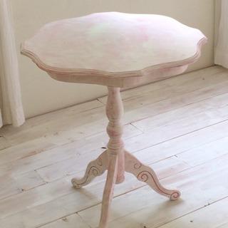 ピンク色のサイドテーブル カフェテーブル